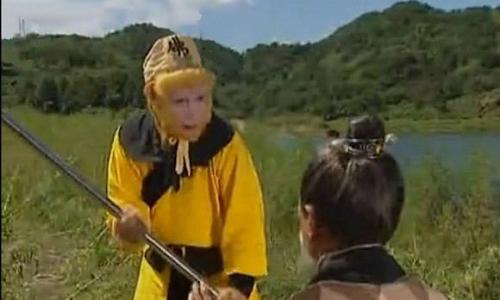nhung-loi-hai-huoc-trong-phim-tay-du-ky-1986-8