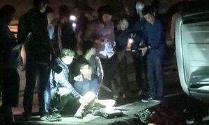 Cảnh sát rượt đuổi 20km, bắn lật xe chở 100 bánh ma tuý