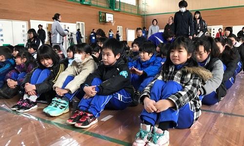 Học sinh Nhật Bản hối hả diễn tập sơ tán khi tên lửa tấn công - ảnh 1