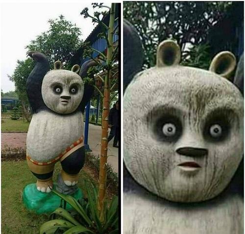 Tượng gấu trúc tại công viên dành cho trẻ em.