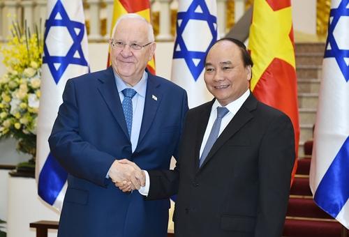 Thủ tướng Nguyễn Xuân Phúc và Tổng thống Israel Reuven R.Rivlin. Ảnh: VGP/Quang Hiếu