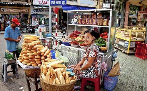 Beyoncé bán bánh mì kiếm sống qua ngày.