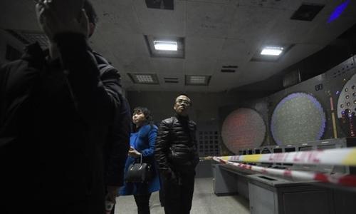 Khách tham quan bên trong công trình 816. Ảnh: AFP