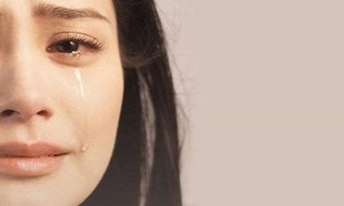 Tại sao chúng ta thường bị chảy nước mũi khi khóc?