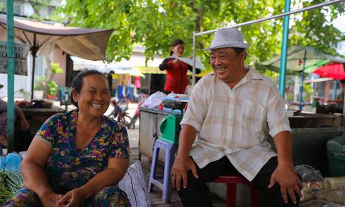 Cụ ông tự lấy đất mở chợ cho người bán hàng rong ở Sài Gòn