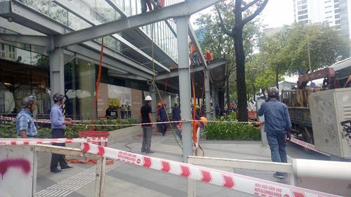 Cao ốc 25 tầng bị dỡ mái hiên, nộp 58 triệu đồng phí cưỡng chế