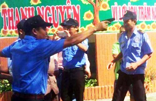 Công an Bình Thuận: 'Bảo vệ còng tay chủ trường là vượt thẩm quyền'