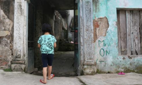 Trẻ mầm non bị bạo hành