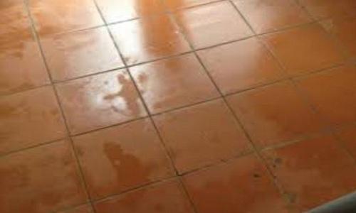Tại sao khi trời nồm càng mở cửa nền nhà càng ẩm ướt?