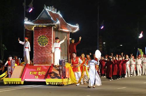 2000-nguoi-tham-gia-le-hoi-duong-pho-dip-gio-to-hung-vuong