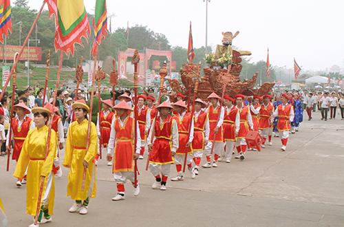 2000-nguoi-tham-gia-le-hoi-duong-pho-dip-gio-to-hung-vuong-1