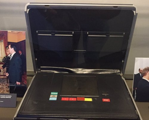 Chiếc valy hạt nhân quyền lực của tổng thống Nga