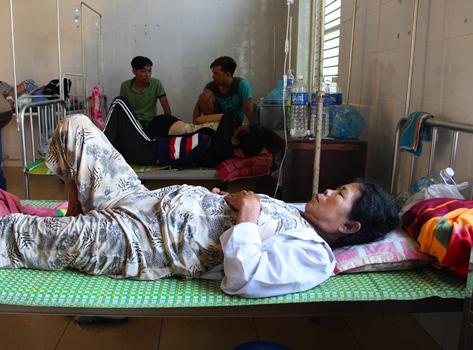Hơn 20 người nhập viện sau khi ăn bánh tét - ảnh 1