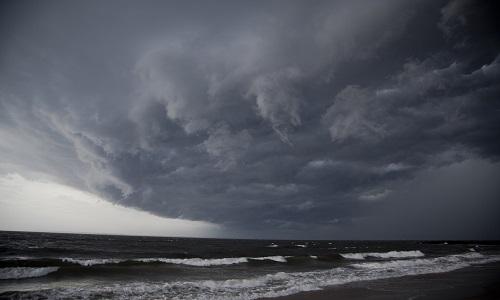 Tại sao trời oi bức trước cơn mưa bão?