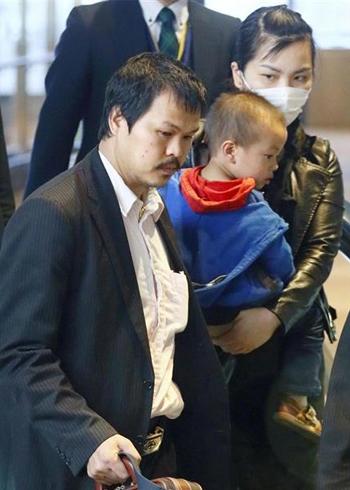 Bố mẹ Nhật Linh trở về Việt Nam - ảnh 1