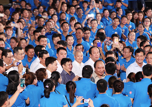 thu-tuong-tang-nha-cho-cong-nhan-nhaio-tai-buoi-doi-thoai