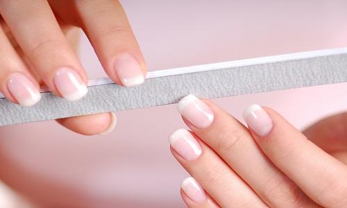 Tại sao móng tay mọc dài không ngừng?