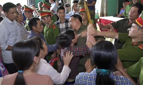 Hỗn loạn tại buổi tòa án xin lỗi ông Hàn Đức Long