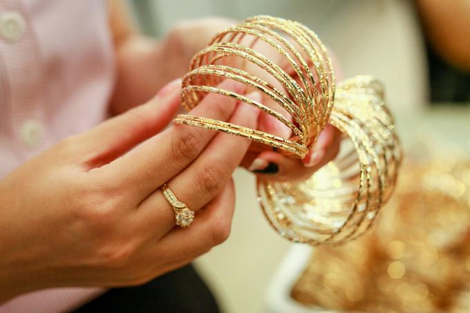 Phố vàng bạc Sài Gòn tấp nập ngày đầu ra mắt