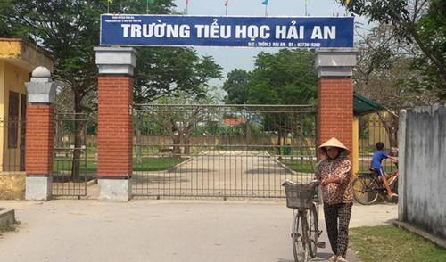 phu-huynh-kien-truong-doi-hon-mot-ty-vi-con-gai-bi-nem-hong-mat