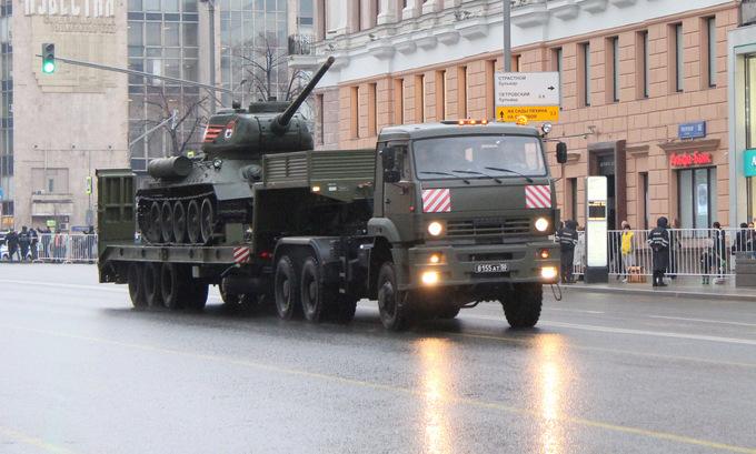 Dàn xe tăng, tên lửa Nga tổng duyệt trên đường phố Moscow