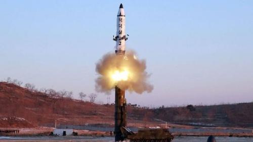 Một vụ phóng tên lửa đạn đạo tầm trung của Triều Tiên. Ảnh: KCNA