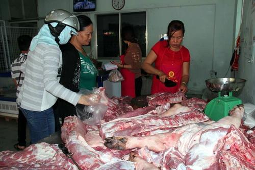 Đồng Nai mở quầy thịt 'giải cứu' heo cho nông dân