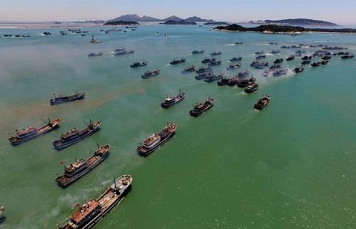 Tàu cá Trung Quốc. Ảnh: Xinhua