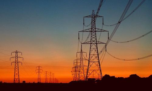Tại sao dây cột điện luôn được mắc chùng xuống?