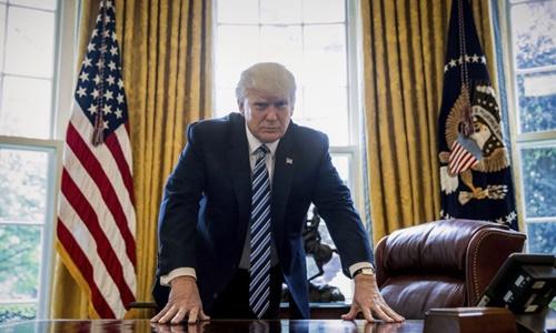 Trump đột ngột dừng phỏng vấn khi bị hỏi về cáo buộc nghe lén