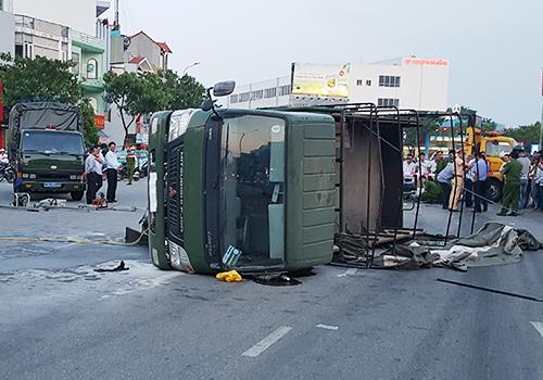 xe-cho-hon-20-canh-sat-lat-nghieng-sau-va-cham