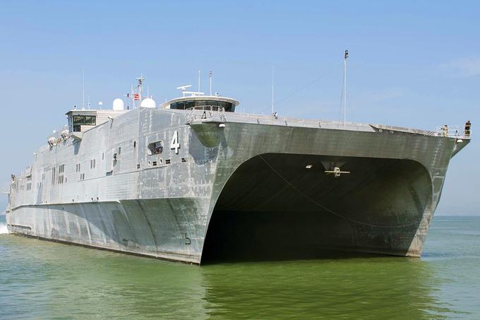 Tàu vận tải cao tốc của hải quân Mỹ cập cảng Đà Nẵng