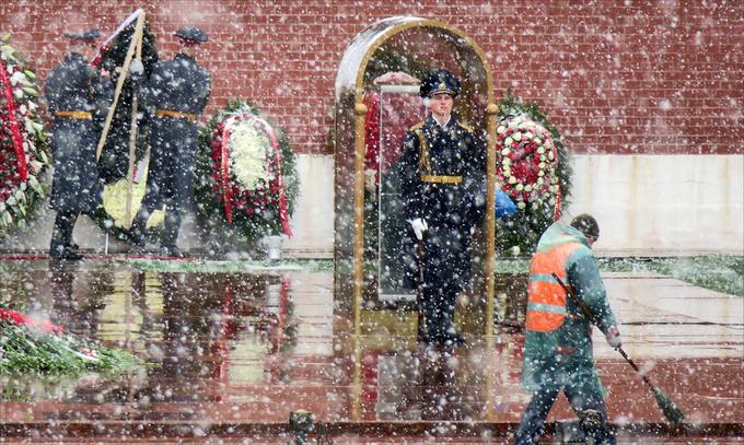 Bão tuyết tràn qua thủ đô Nga trước ngày duyệt binh