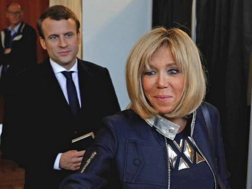 Bố mẹ Tổng thống Pháp sốc khi biết con yêu giáo viên hơn 24 tuổi