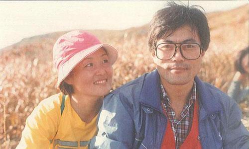 Tổng thống Moon Jae-in và phu nhân Kim Jung-suk thời trẻ. Ảnh: Reuters