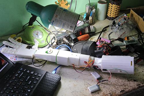 canh-tay-robot-cua-nam-sinh-bi-tu-choi-cap-visa-1
