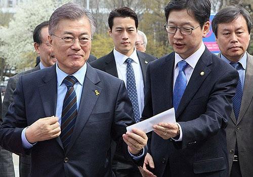 Vệ sĩ điển trai tự nguyện bảo vệ Tổng thống Hàn Quốc - ảnh 1