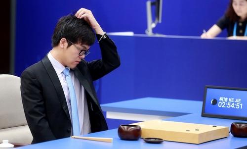 Máy tính Google thắng trận đầu trước kỳ thủ cờ vây số một thế giới