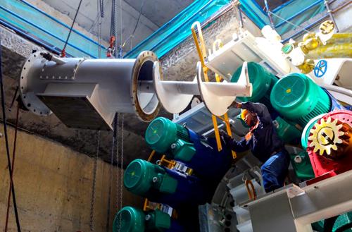 Sau 2 tháng được kỹ sư lắp ráp, robot bắt đầu khoan hầm tuyến metro. Ảnh: Quỳnh Trần