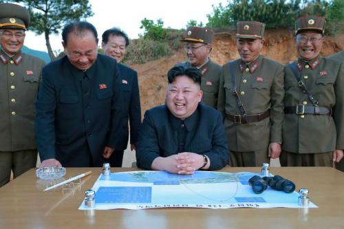 bo-ba-than-tin-cua-kim-jong-un-dung-sau-chuong-trinh-ten-lua-1