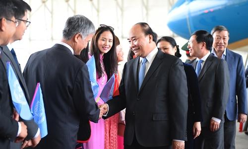 Phái đoàn Việt Nam tại Liên Hợp Quốc đón Thủ tướng Nguyễn Xuân Phúc. Ảnh: VGP.