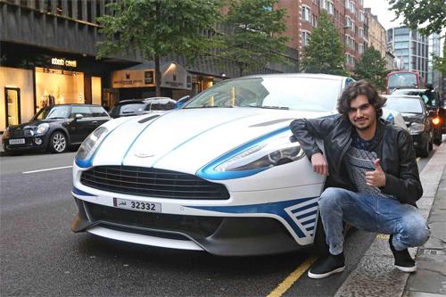 Mohammed Al Kubaisi và Aston Martin Vanquish trên một con phố ở trung tâm London hồi năm 2013.