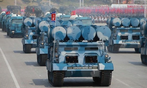 Phương tiện chuyên chở kiêm bệ phóng tên lửa trong cuộc duyệt binh tại Bình Nhưỡng ngày 15/4. Ảnh: KCNA.