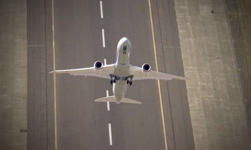 Máy bay vẫn có thể tiếp đất an toàn dù chết động cơ. Ảnh minh họa: Express.