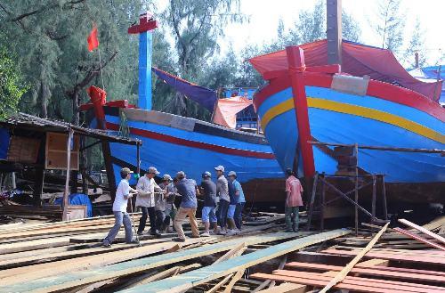 Nhiều ngư dân Huế rút hồ sơ đăng ký đóng tàu vỏ thép