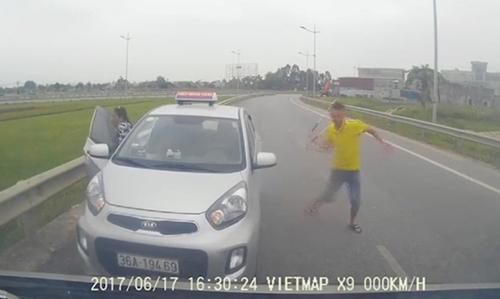 Taxi chạy ngược chiều có tài xế