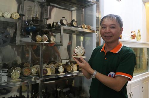 Thầy giáo rao bán hơn 1.000 đồ cũ lấy tiền mở phòng thực hành