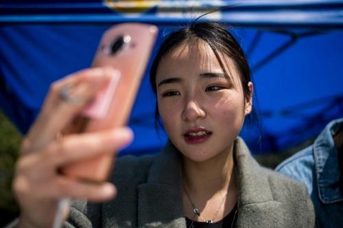 Trường dạy cách sống ảo để kiếm tiền ở Trung Quốc - ảnh 1