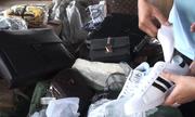 Container túi xách hiệu LV, Chanel... nhái ở cảng Cát Lái