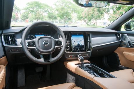 volvo-s90-sedan-la-cho-nha-giau-viet-nam-1